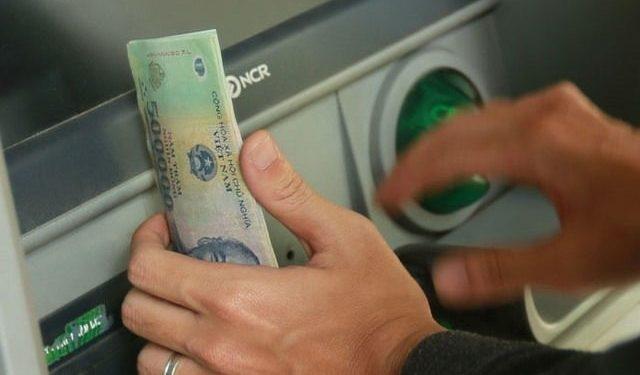 Nhận tiền từ nước ngoài qua thẻ ATM đơn giản